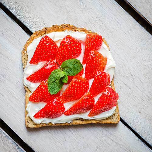 strawberry cream cheese toast