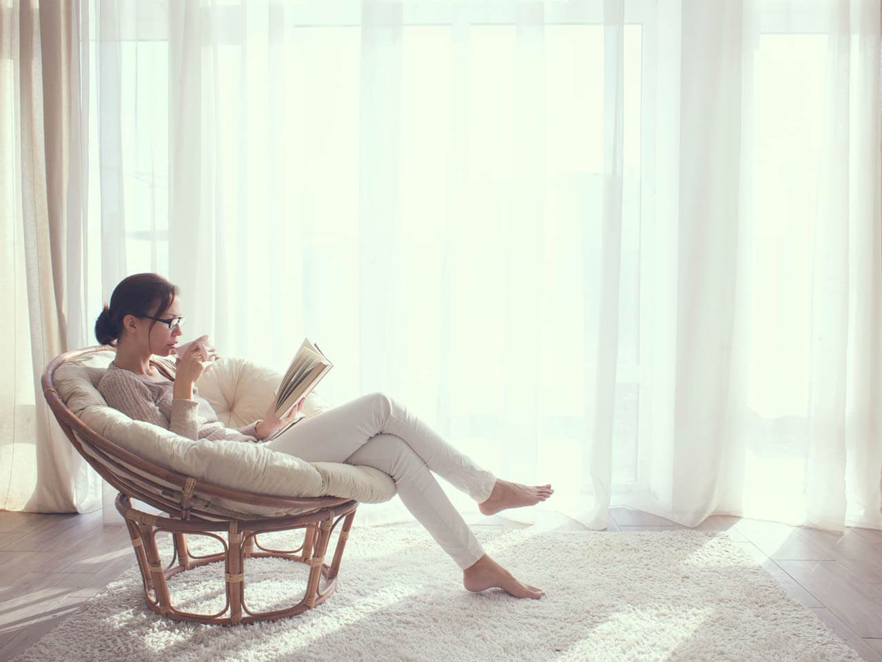 Lady sitting and reading book